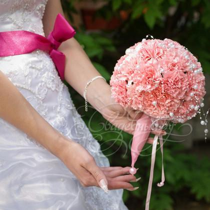 букет невесты в портбукетнице