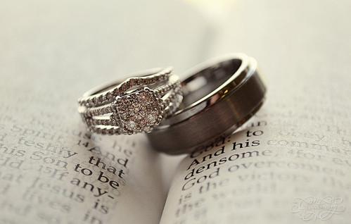 Кольцами можно выделить слова о любви