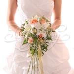 Каскадные букеты цветов для невест фото