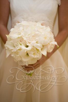 Воздушный белый свадебный букет