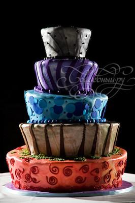 """Торт для свадьбы в стиле """"Алисы в стране чудес"""""""